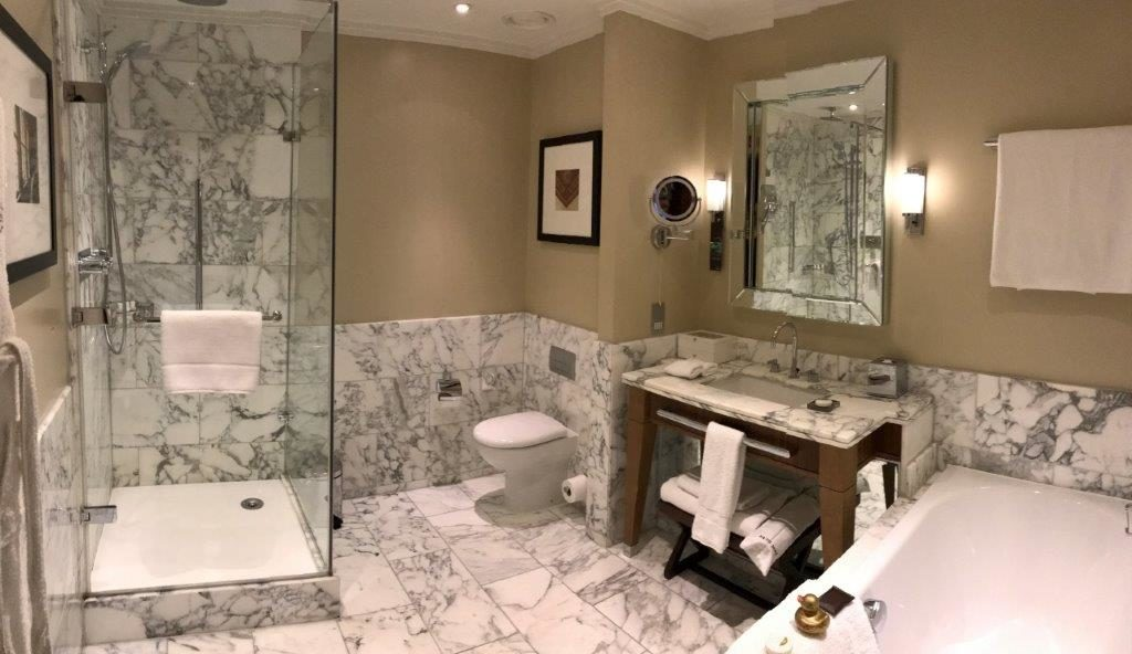 St. Pancras Renaissance Junior Suite Bathroom