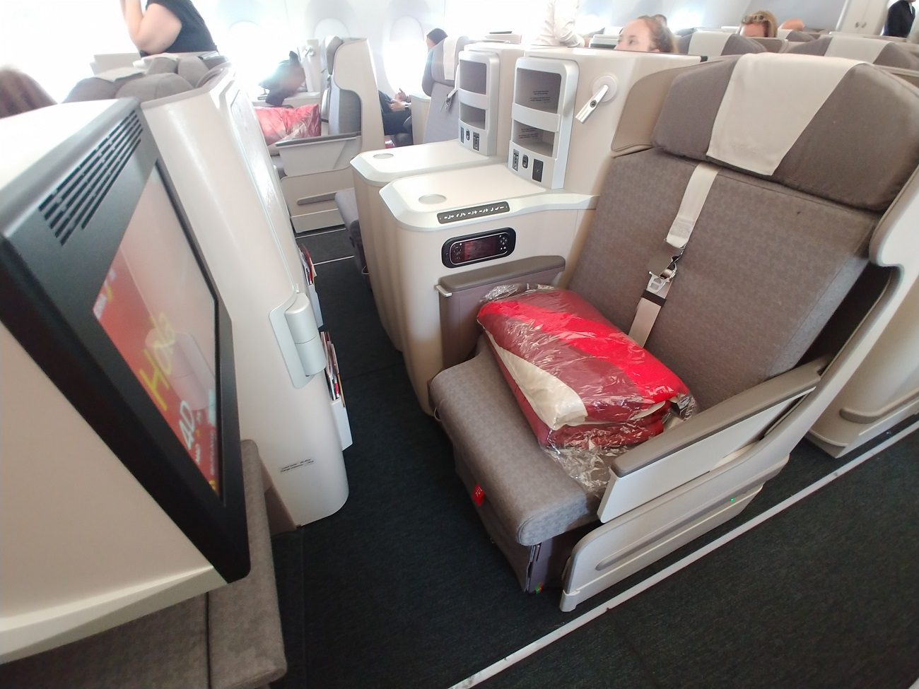 [Confirmed for USA residents] WOW: 17K Business class to/from Europe on Iberia through March 2021